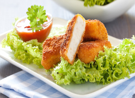frische Nuggets mit Ketchup und Salat / fresh chicken nuggets with ketchup and salad